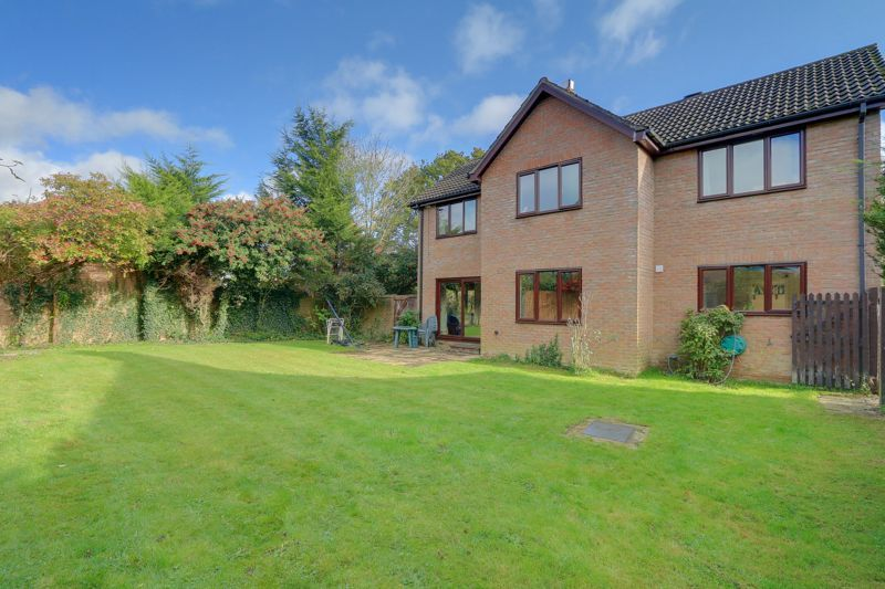 5 bed house for sale in The Lye 22
