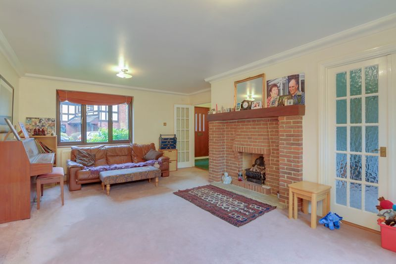 5 bed house for sale in The Lye 4