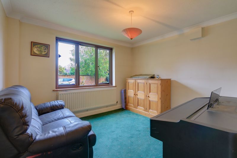5 bed house for sale in The Lye 5