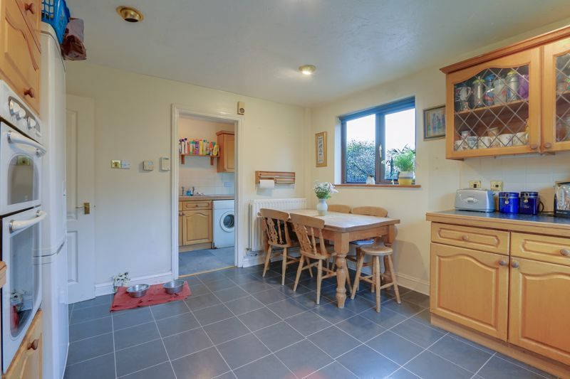 5 bed house for sale in The Lye 7