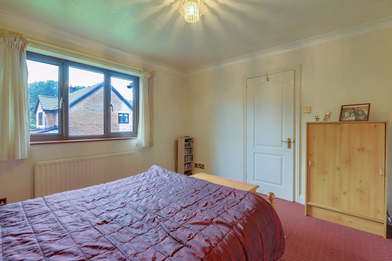 5 bed house for sale in The Lye 10