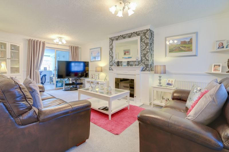 3 bed house for sale in Long Walk, KT18