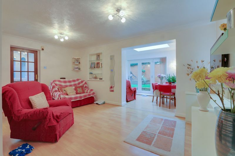 2 bed house for sale in Worcester Road 3