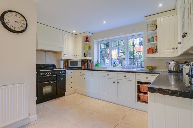 5 bed house for sale in Hillside 7