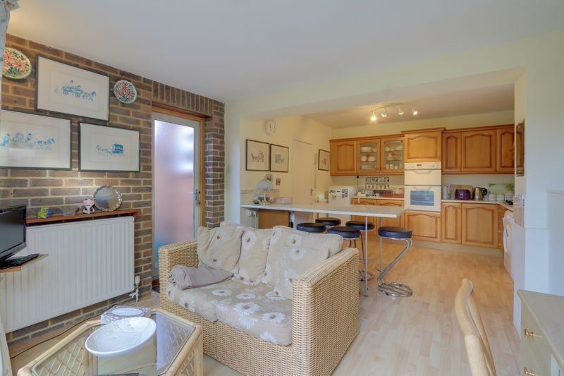 3 bed house for sale in Roundwood Way  - Property Image 7
