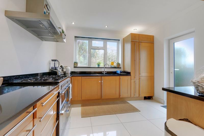 4 bed house to rent in Arundel Avenue  - Property Image 4