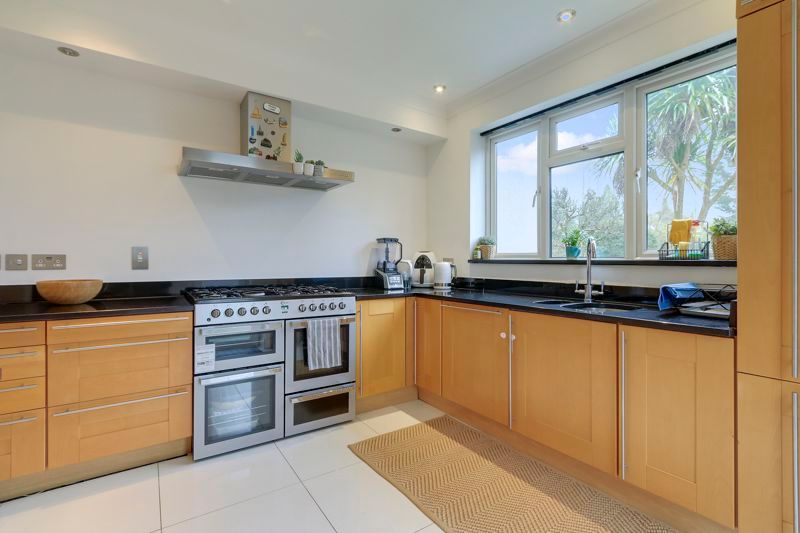 4 bed house to rent in Arundel Avenue  - Property Image 5