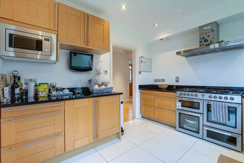 4 bed house to rent in Arundel Avenue 6