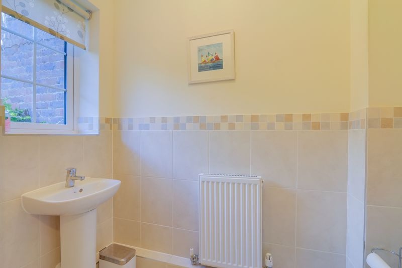 3 bed house for sale in Acer Close 18