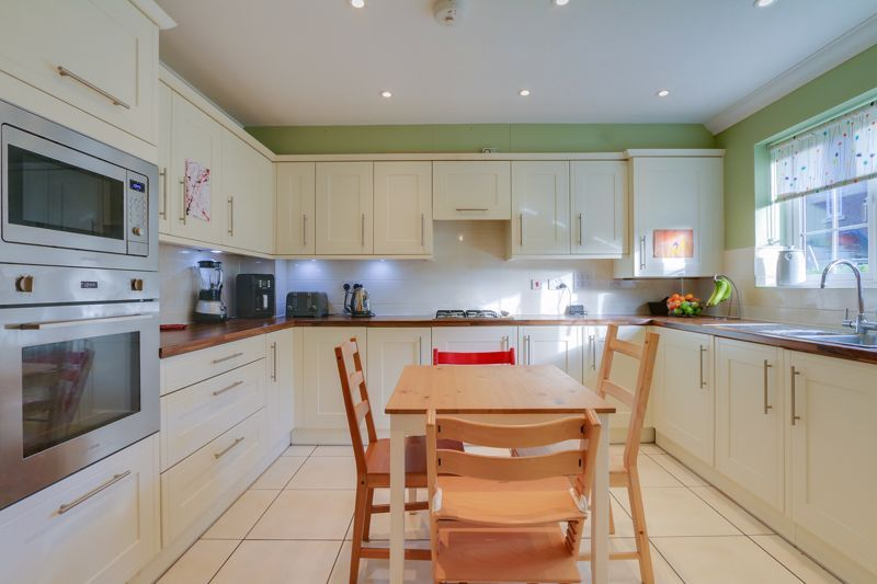 3 bed house for sale in Acer Close 6
