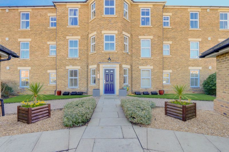 2 bed flat to rent in Horton Crescent 1