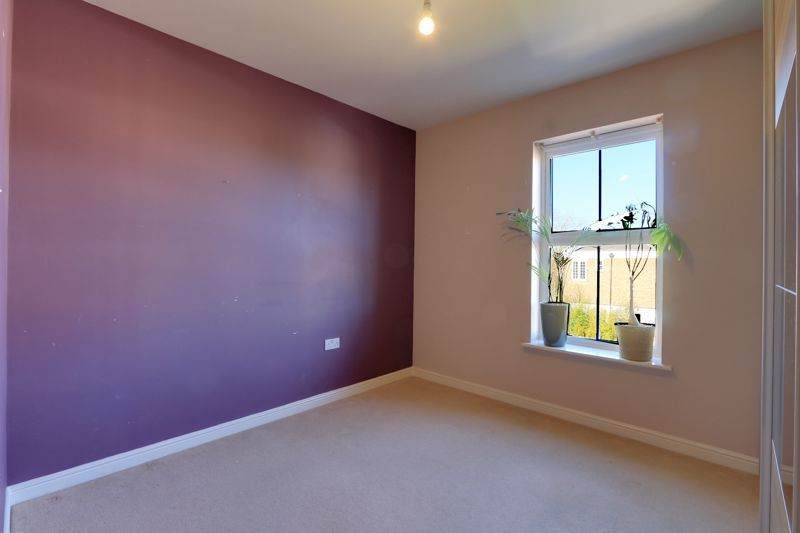 2 bed flat to rent in Horton Crescent 11
