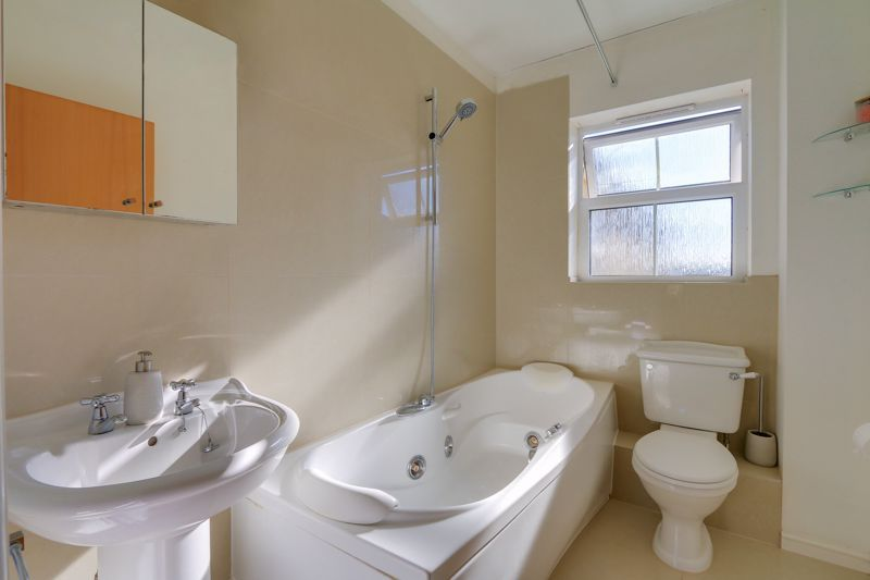 2 bed flat to rent in Horton Crescent  - Property Image 12