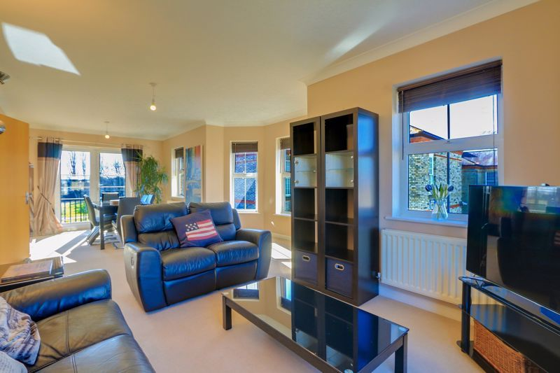 2 bed flat to rent in Horton Crescent  - Property Image 3