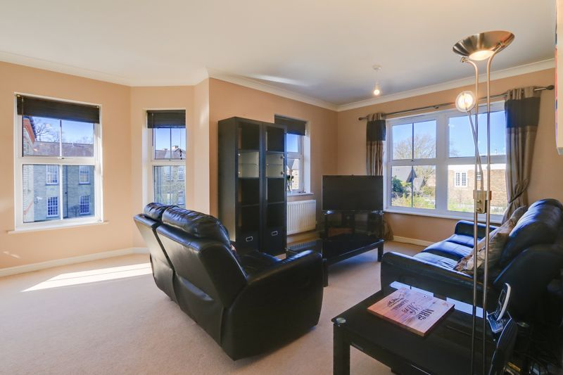 2 bed flat to rent in Horton Crescent 4