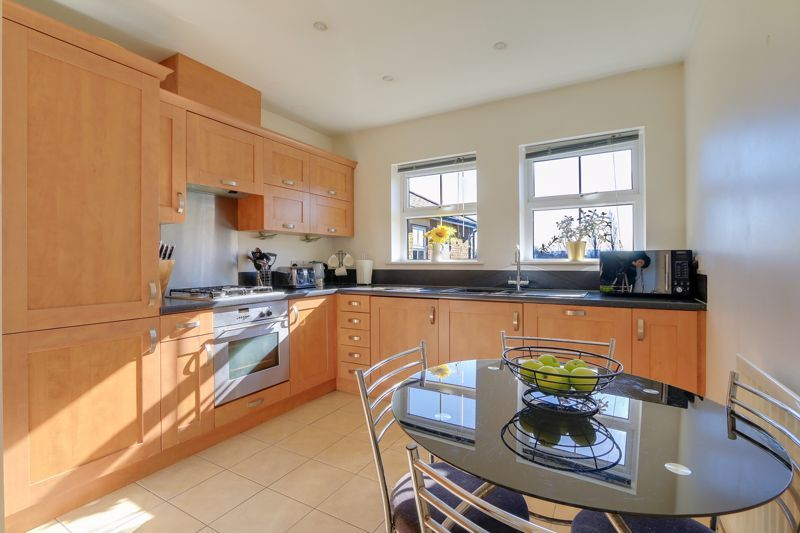 2 bed flat to rent in Horton Crescent 6