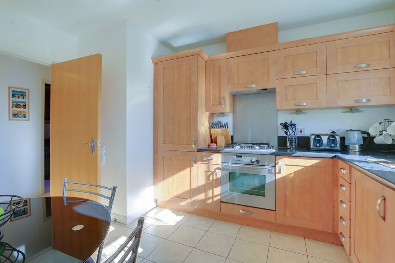 2 bed flat to rent in Horton Crescent 7