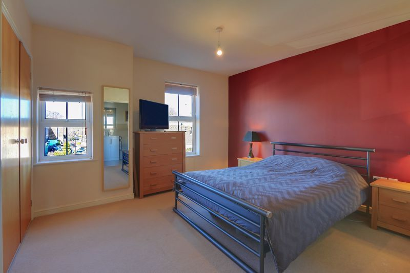 2 bed flat to rent in Horton Crescent  - Property Image 8