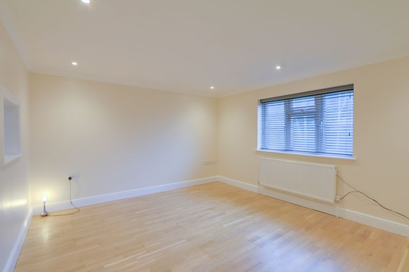 2 bed flat to rent in Brighton Road 2