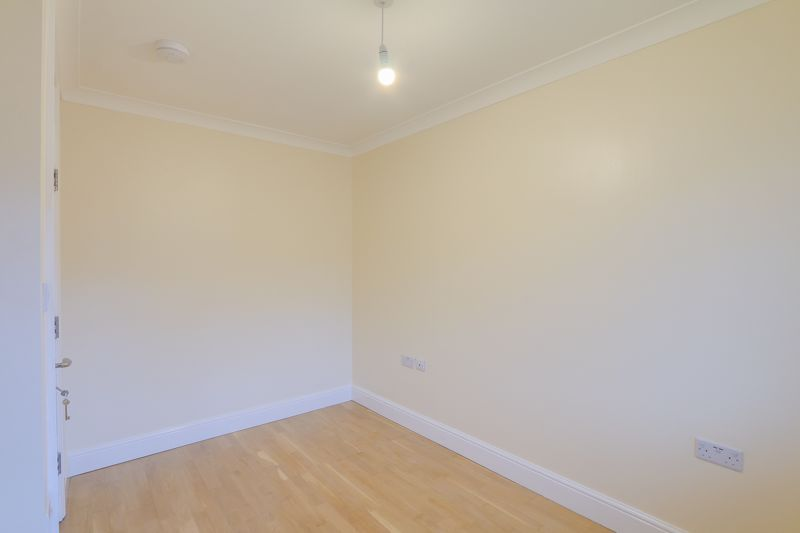 2 bed flat to rent in Brighton Road 13