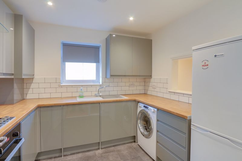 2 bed flat to rent in Brighton Road 3