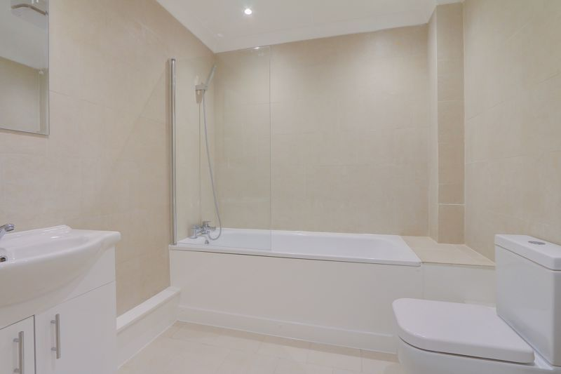 2 bed flat to rent in Brighton Road 4