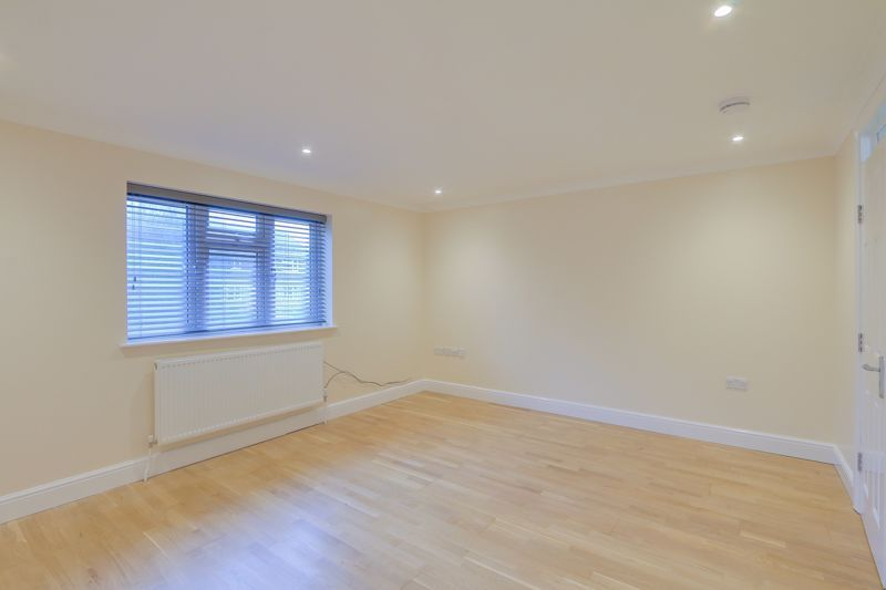 2 bed flat to rent in Brighton Road 6