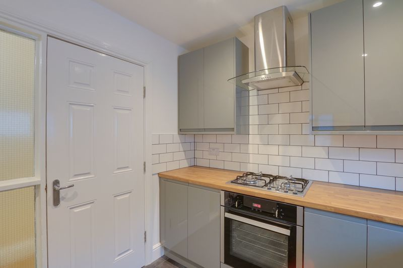 2 bed flat to rent in Brighton Road 7