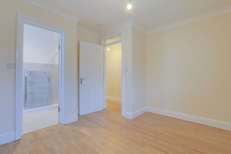 2 bed flat to rent in Brighton Road 9