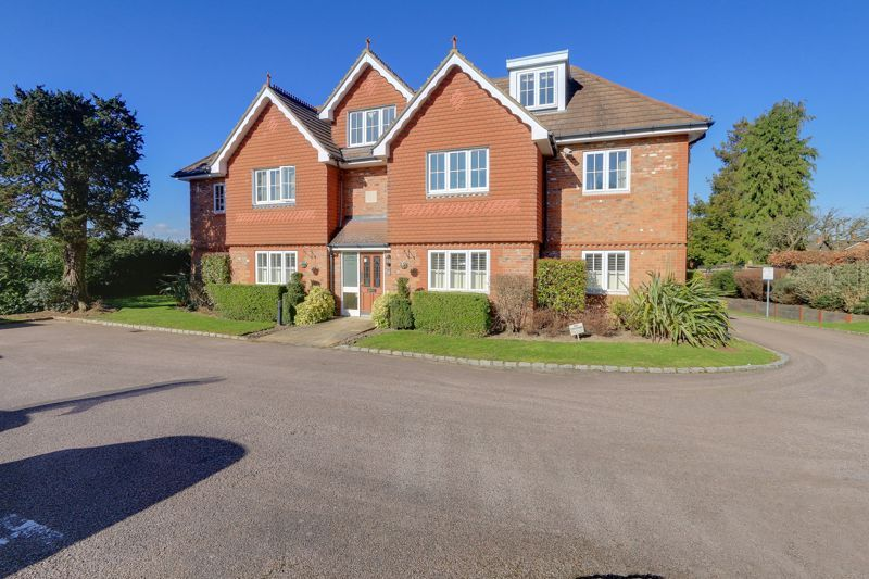2 bed flat for sale in Highdown Close, SM7