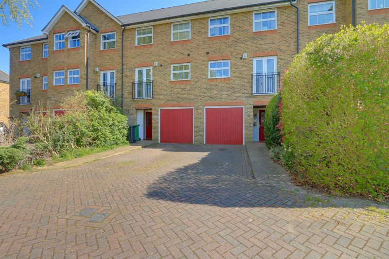 4 bed house for sale in Horton Crescent, KT19