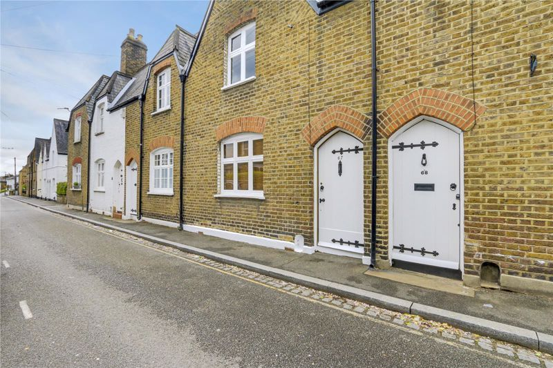 2 bed house to rent in Denmark Road, SW19