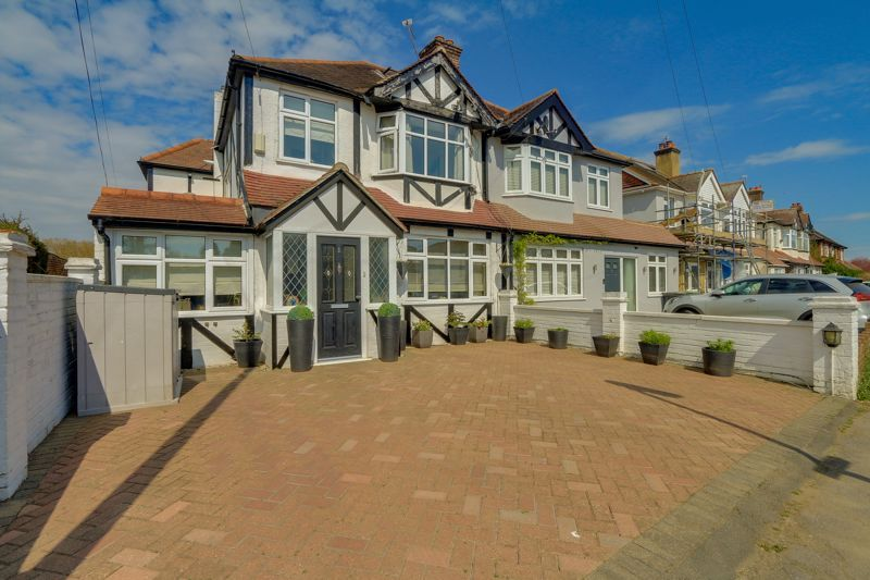 4 bed house for sale in Northcroft Road, KT19
