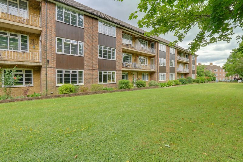 2 bed flat for sale in Lancaster Court, SM7