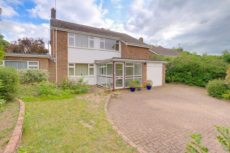 5 bed house for sale in Tabarin Way, KT17