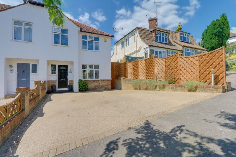 3 bed house for sale in Chipstead Way, SM7
