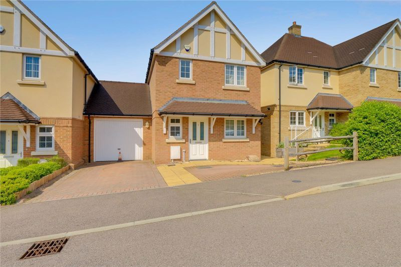 3 bed house for sale in Juniper Place, KT17