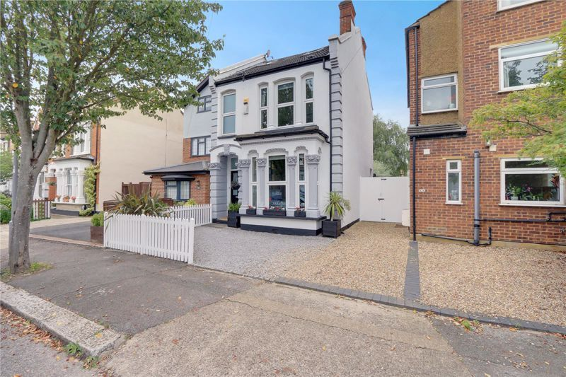 5 bed house for sale in Worthington Road, KT6