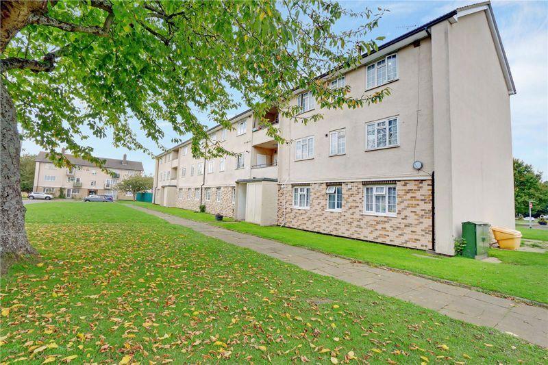 2 bed flat for sale in Morden Close, KT20