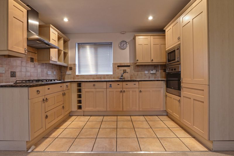 2 bed flat to rent in Wingfield Court 2