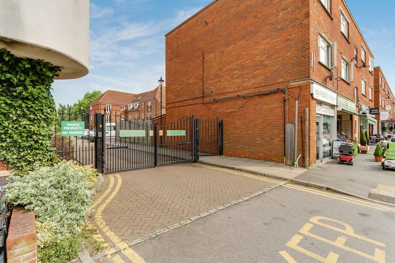 2 bed flat to rent in Wingfield Court 12
