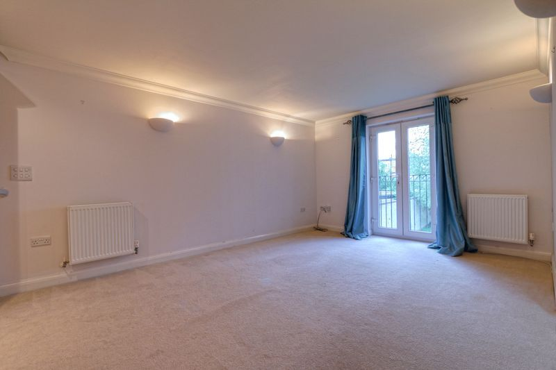 2 bed flat to rent in Wingfield Court 3