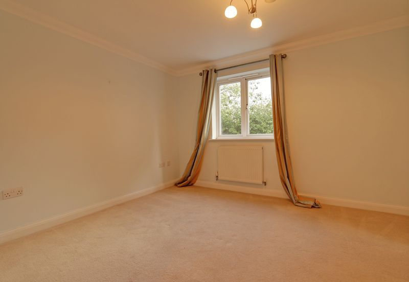2 bed flat to rent in Wingfield Court 6