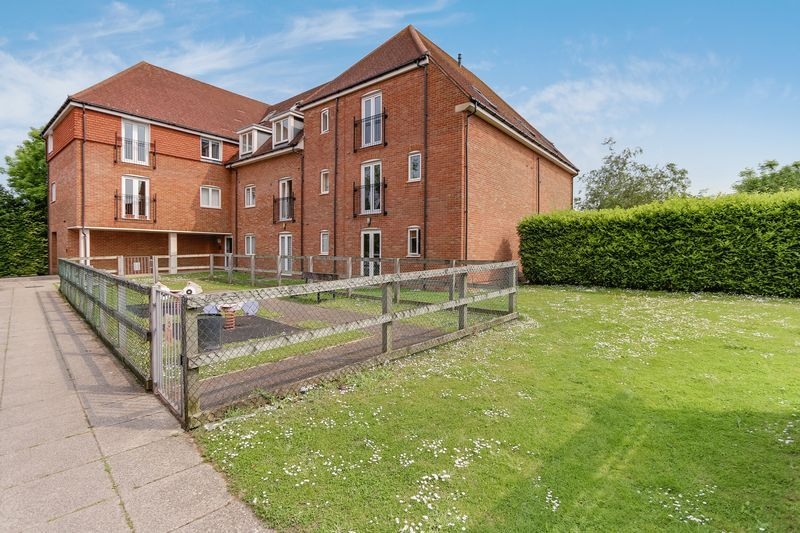 2 bed flat to rent in Wingfield Court 8