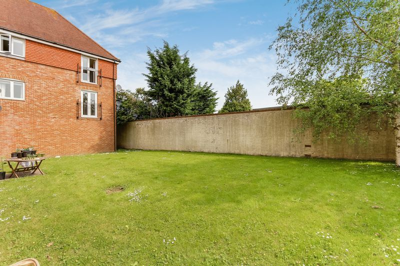 2 bed flat to rent in Wingfield Court 9