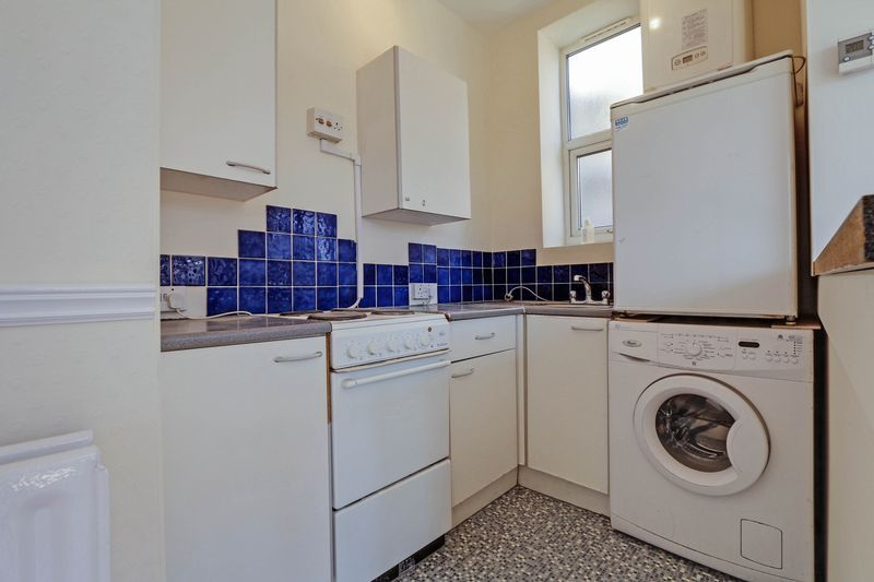 1 bed flat to rent in Camborne Road 4
