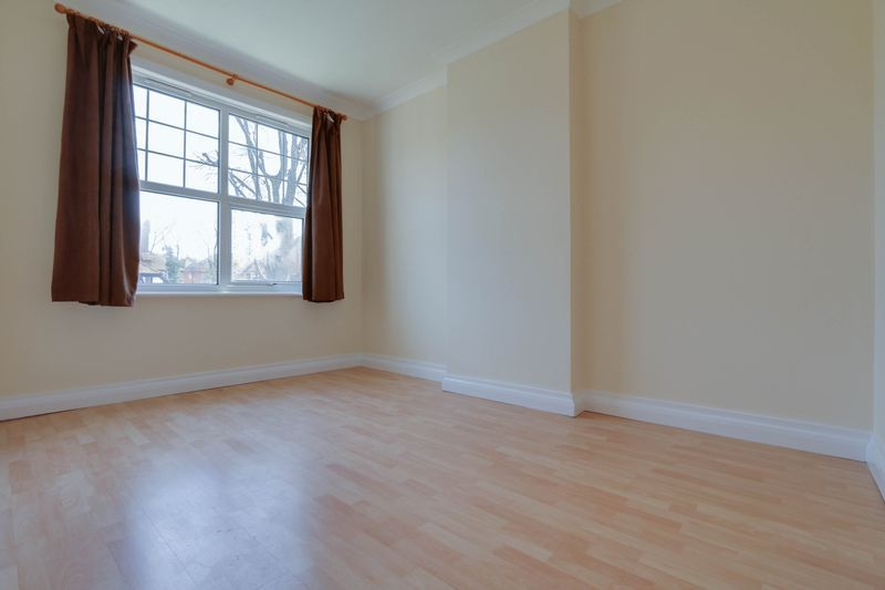 1 bed flat to rent in Camborne Road  - Property Image 5