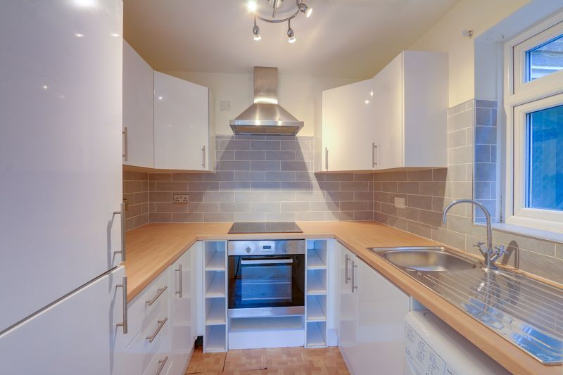 1 bed flat to rent in 45 Eaton Road, SM2