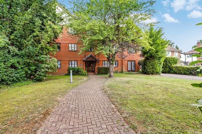 2 bed flat to rent in Maybury Court, Haling Park Road  - Property Image 1