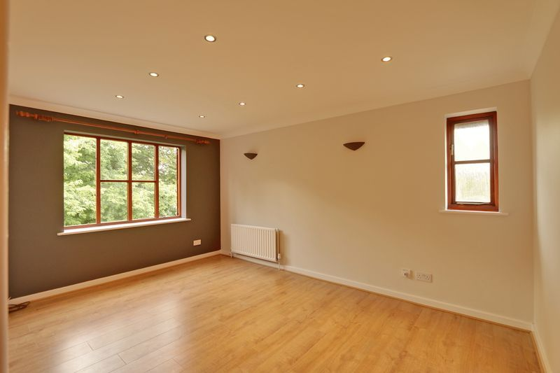 2 bed flat to rent in Maybury Court, Haling Park Road 2